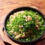 今宵、成田で世界の肉料理とごほうびワインを - ガーリックライスネギ溺れ
