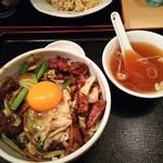 Shinkawataishoukenhanten - レバ野菜丼卵黄乗せ