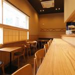 和食香穂 - お昼は明るい日が入ります。お写真を撮影するのに丁度よいようです。