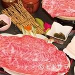 松茸屋魚松 - サシが入った甘みの強い近江牛を陶板で焼く『ステーキコース』