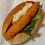 ル・ブレ - 料理写真:マルコッペ・白身魚フライ(151円)