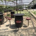 原茂ワイン - 外のテーブル
