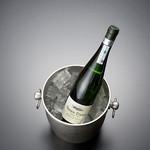 天ぷら新宿つな八 - スペインの微発泡白ワイン『チャコリ・チョミン・エチャニス』