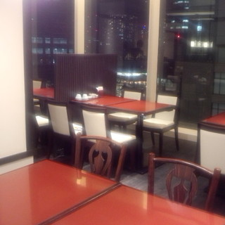 【宴会個室】夜景の見える窓側のゆったり席もご用意!