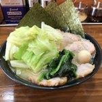 横浜らーめん 峰の家 - 塩チャーシューメン ¥980 + キャベツ ¥100