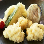【季節限定一品メニュー!】鱧と旬野菜の天ぷら盛合せ