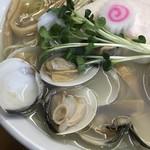 ふくろう - 料理写真:追いはまぐり中華そば  塩 あしらい
