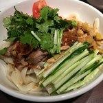 西安刀削麺酒楼 - 麻辣鶏冷麺
