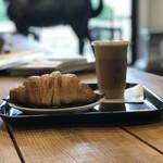 ゼブラ コーヒーアンドクロワッサン - 【2018.5.28】カフェラテTall¥490 クロワッサン¥380