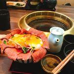 86855830 - ローストビーフ丼温泉卵トッピング