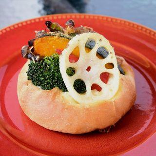 季節の野菜を使用したフォカッチャ