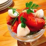 ざっくりトマトとモッツァレラ