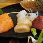 8686781 - 味なんぼ盛り(1260円)焼き魚・刺身