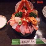 山さん寿司 - 海鮮丼2,625円。