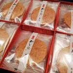 藤兵衛 - 「かに煎餅 かなえ」24枚入り、2268円(税込み)