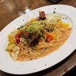 86862401 - 「明太子と厚切りベーコンと旬野菜のオイルパスタ (890円)」