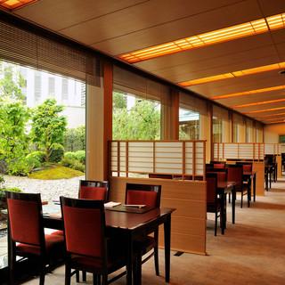 季節毎に変化のある緑豊かな日本庭園