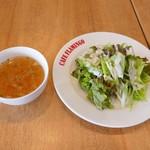 カフェ フラミンゴ - セットのスープとサラダ