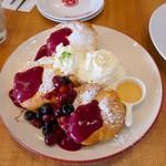 カフェ フラミンゴ - ベリーベリーパンケーキ