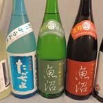 品濃酒場 - 越後湯沢から定期的に取り寄せる日本酒。1年を通じて常に美味しいお酒が喜ばれています。