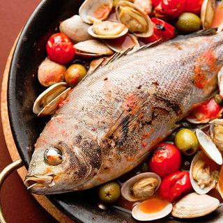 中央卸市場より直送の新鮮な魚介を使った『アクアパッツァ』