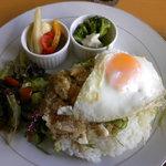 レインボーテラス沖縄 - ランチプレート カフェ親子丼