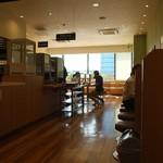 吉野家 - 店内は明るくて広い。