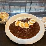 ころしのカレー - 料理写真:カレー(並)+ウインナー&ゆで玉子+ミニサラダ 850円