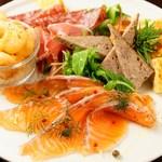 豊富な前菜&タパスメニュー