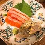 サレカマネ - 静岡昆布締め紅富士サーモンとトビ魚なめろうの刺盛