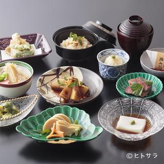 春は竹の子、夏は鱧や鮎。京の四季を彩る旬の食材が楽しめます