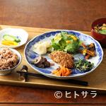シロクマ食堂 - ご飯は酵素玄米! 野菜がたっぷり体に優しい『ベジプレート』