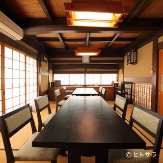 接待やお祝いごとに最適な個室で、夏が旬の鱧料理を堪能