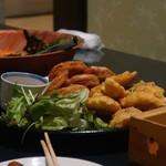 大森個室居酒屋 名古屋料理とお酒 なごや香 - 若鶏の大葉挟み天婦羅とレンコンの肉挟み揚げ