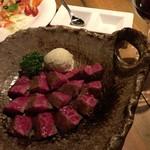 熟成肉と手作りソーセージの旨安ワイン酒場炭焼グリル 孫三郎 - 熟成あか牛の素敵なステーキ
