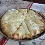 ナマステサガルマタ - BIGなチーズナン