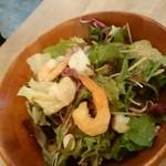 北海道ラクレットチーズ×燻製バル チーズドロップ - シーフードサラダ