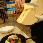 北海道ラクレットチーズ×燻製バル チーズドロップ - 出ます