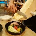 北海道ラクレットチーズ×燻製バル チーズドロップ - とろん