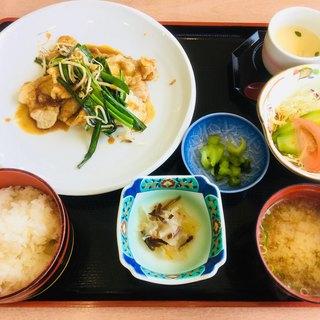 もみじ川温泉レストラン 湖畔 - 料理写真:豚のしょうが焼き定食780円。