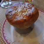 火の鳥 - 牛肉ときのこたちとチーズのつぼ焼き