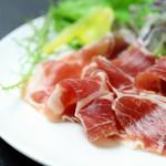 日本ブランドのうまい豚「JAPAN X」の生ハムサラダ