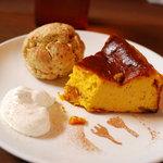 Cafe Snug - 料理写真:カボチャのチーズケーキ