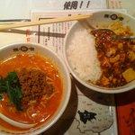 8690180 - 陳麻飯&担々麺 ハーフ&ハーフセット(800円) 少し食べかけです。すいませんm(__)m