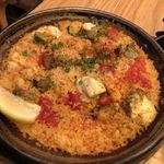 La Pesquera MARISQUERIA - 鶏モモ肉とグリル野菜、大葉のパエージャ モッツアレラチーズ乗せ