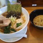 桃李路 - 料理写真:中盛醤油ラーメン 870円と特選炒飯ミニセット 330円