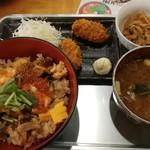 tobiume - カキフライ以外が「三陸さんこめし」のセット。さんこめし、味噌汁、小鉢。