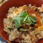 tobiume - 「さんこめし」は、共通であろう味付けご飯の上に、はらこ飯、かき飯、穴子飯の具が載っている。