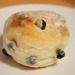 小麦と酵母 満 - 豆パン(160円)★人気No.1のパンだそうです。