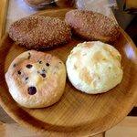 パン工房シュシュ - カレーパン、ベリークリームチーズ、さわやかメロン